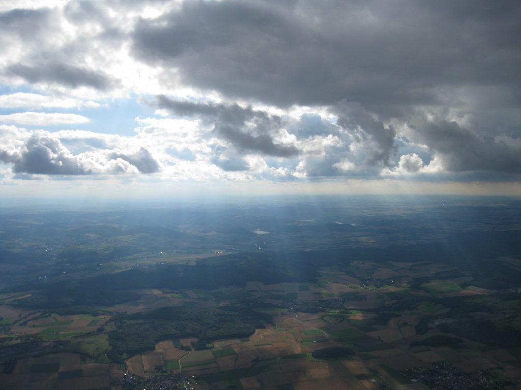 Luftbild Luftaufnahme Sonnenstrahlen